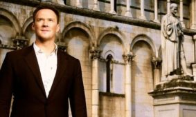 Russell Watson dá concerto gratuito no Mosteiro da Batalha