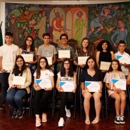 Presidente da Câmara entrega certificados a alunos da Universidade de Verão e Escola de Verão Júnior