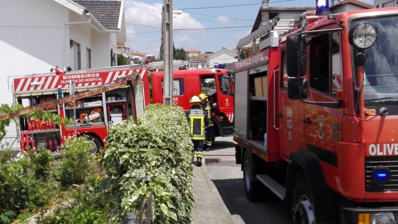 Fogueira provocou incêndio em anexo de habitação no Vale Ferreiro (com vídeo)