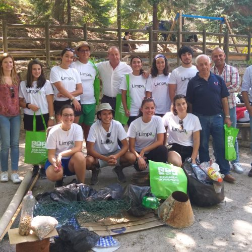 Projeto Limpa+: Jovens de Oliveira do Hospital recolhem lixo em defesa do ambiente