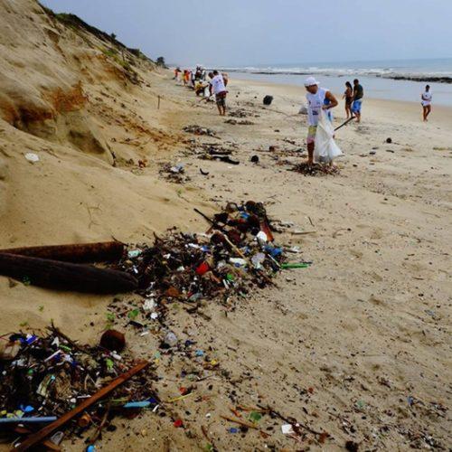 A Fundação Oceano Azul apoia 70 ações de limpeza de lixo marinho