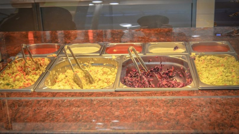 Empresa substitui IPSS nos almoços a alunos do pré-escolar e 1º CEB. Câmara diz se trata de uma imposição legal