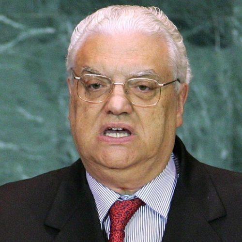 País: Morreu Freitas do Amaral