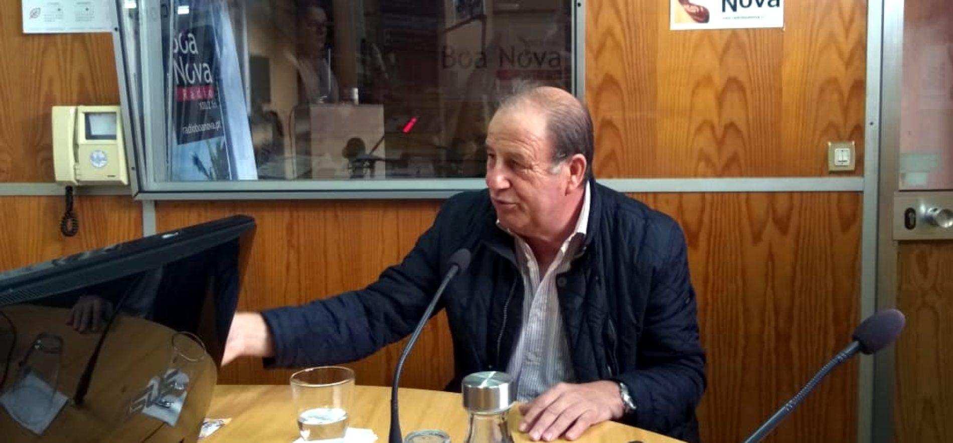 """Alexandrino aprecia """"coragem"""" de Ministra da Saúde para presidir a sessão comemorativa do Dia do Município"""