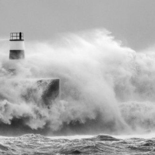 Açores: Situação de crise energética. Mais de 250 ocorrências e 53 desalojados. Sismo de 3.1 sentido no Faial