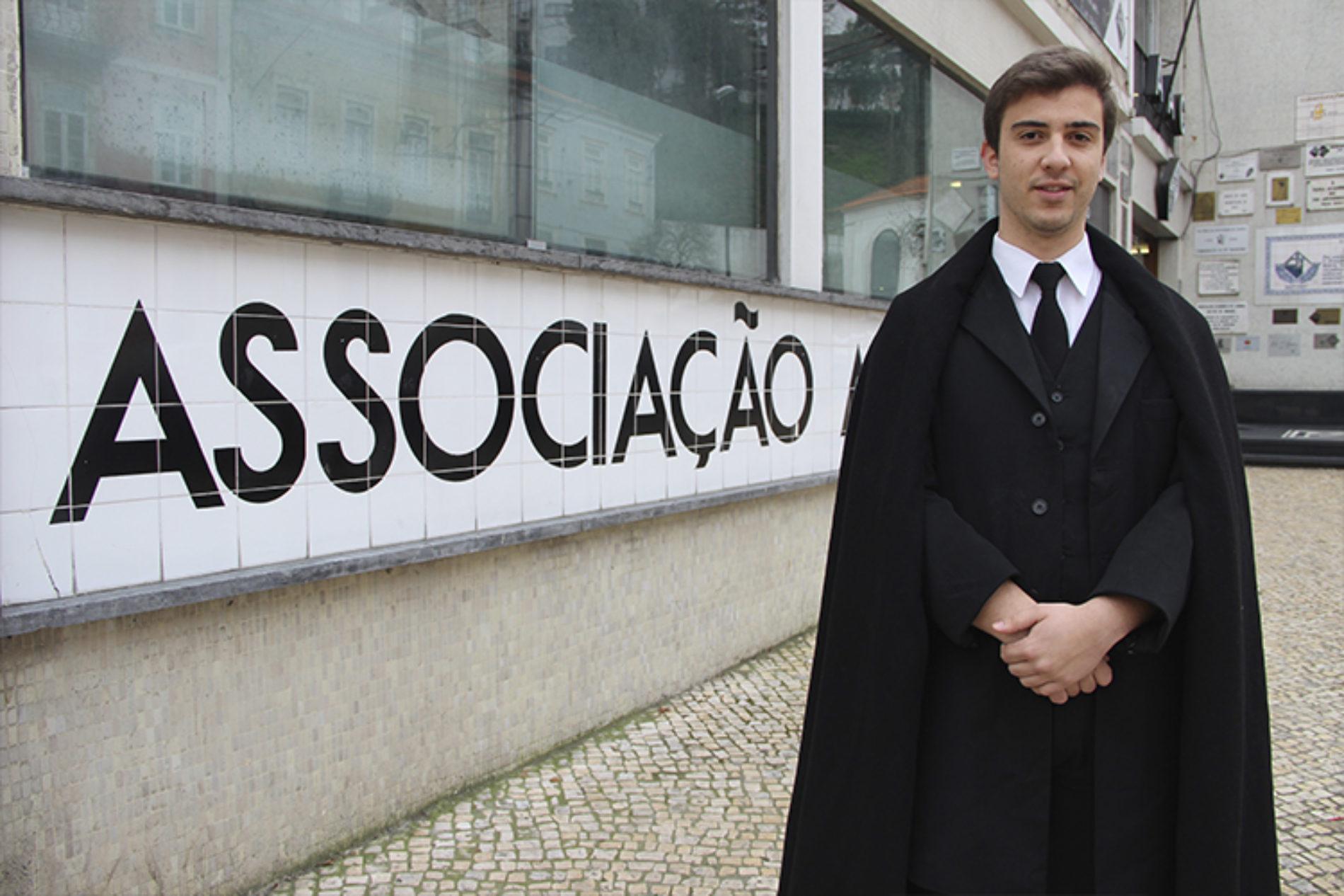 Daniel Azenha reeleito presidente da Associação Académica de Coimbra