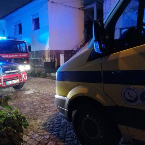 Curto-circuito originou incêndio numa habitação na Sobreda e provocou três feridos