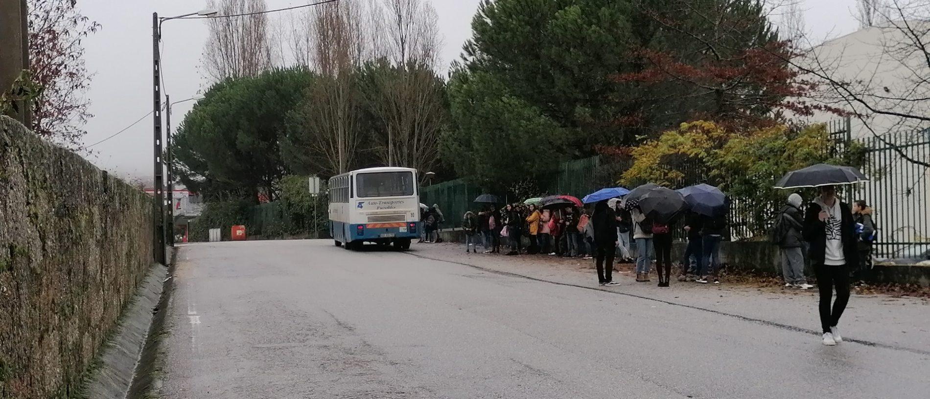 Greve de funcionários fecha escolas em Oliveira do Hospital