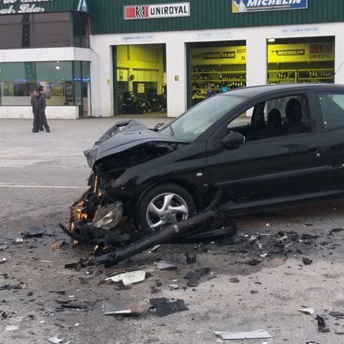 Colisão entre veículos provoca três feridos ligeiros em Oliveira do Hospital