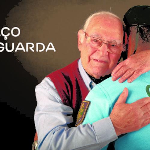 GNR e EDP Distribuição entregam calendários a idosos com participação especial do ator Ruy de Carvalho