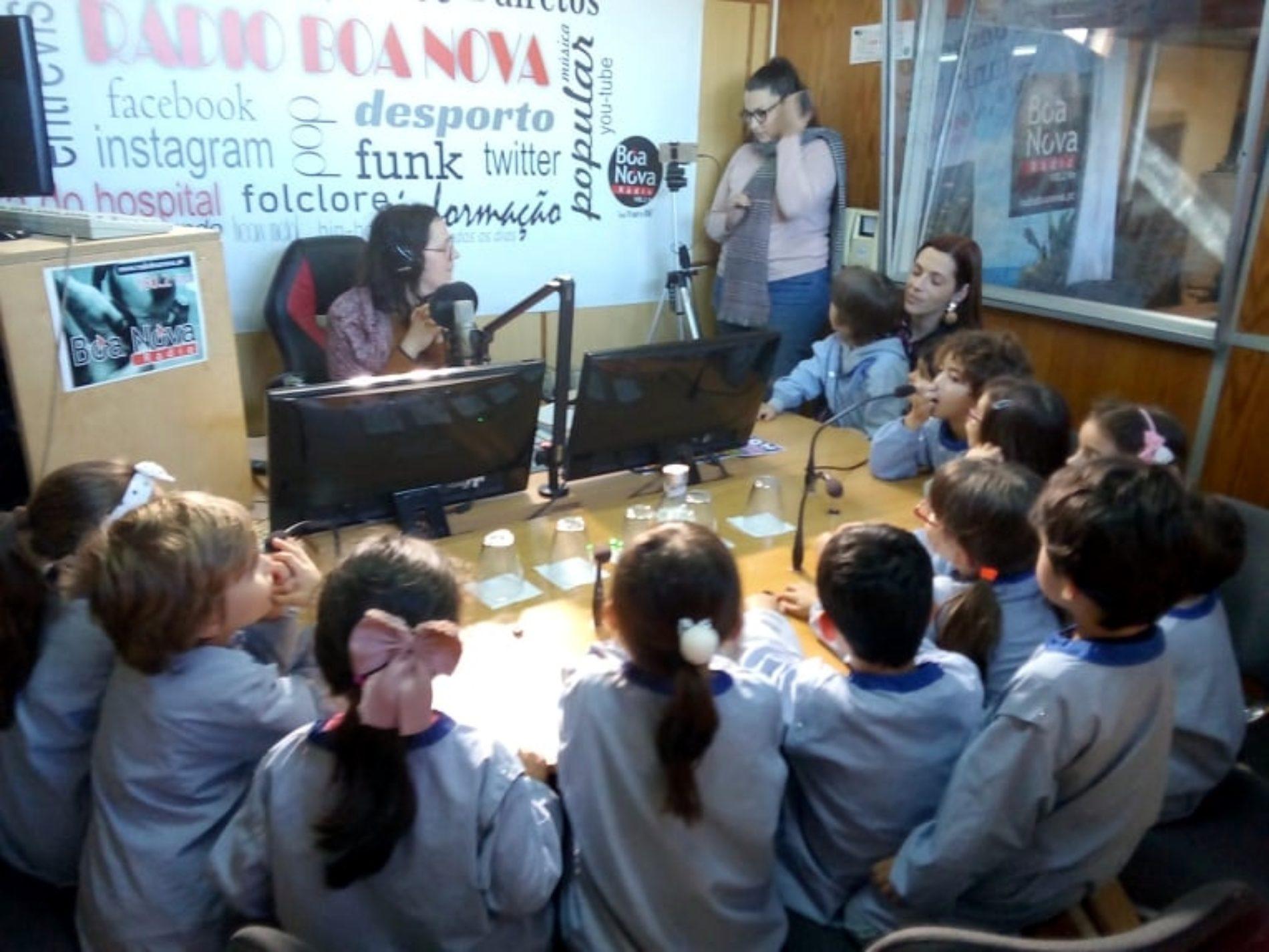 Crianças do Infantário da FAAD visitaram a Rádio Boa Nova no Dia de S. Valentim (com vídeo)