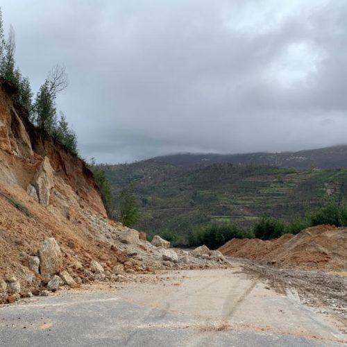 EM 514 interdita no cruzamento entre Penalva de Alva e São Gião devido a deslizamento de terras