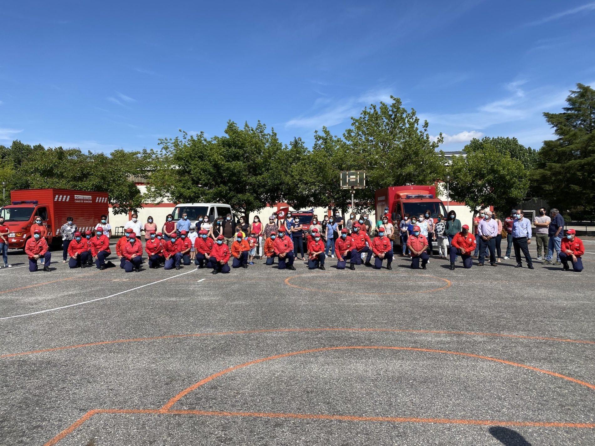 Associações do Carnaval de Canas de Senhorim entregaram material de proteção a bombeiros da região