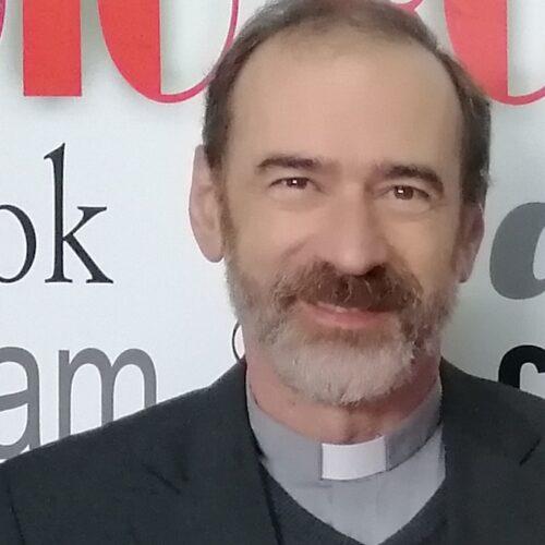"""Pároco de Oliveira do Hospital quer """"pedido de desculpas público"""" de quem disse que apoio de 6600 Euros é para dividir por três padres"""