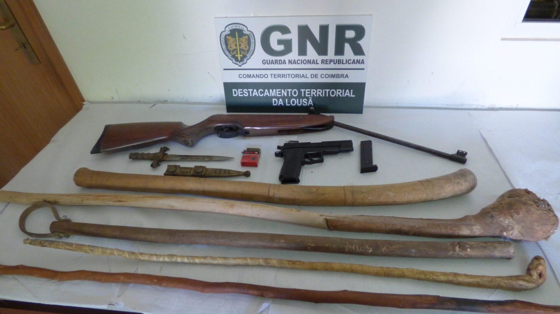 Tábua: Apreensão de armas proibidas em processo de violência doméstica