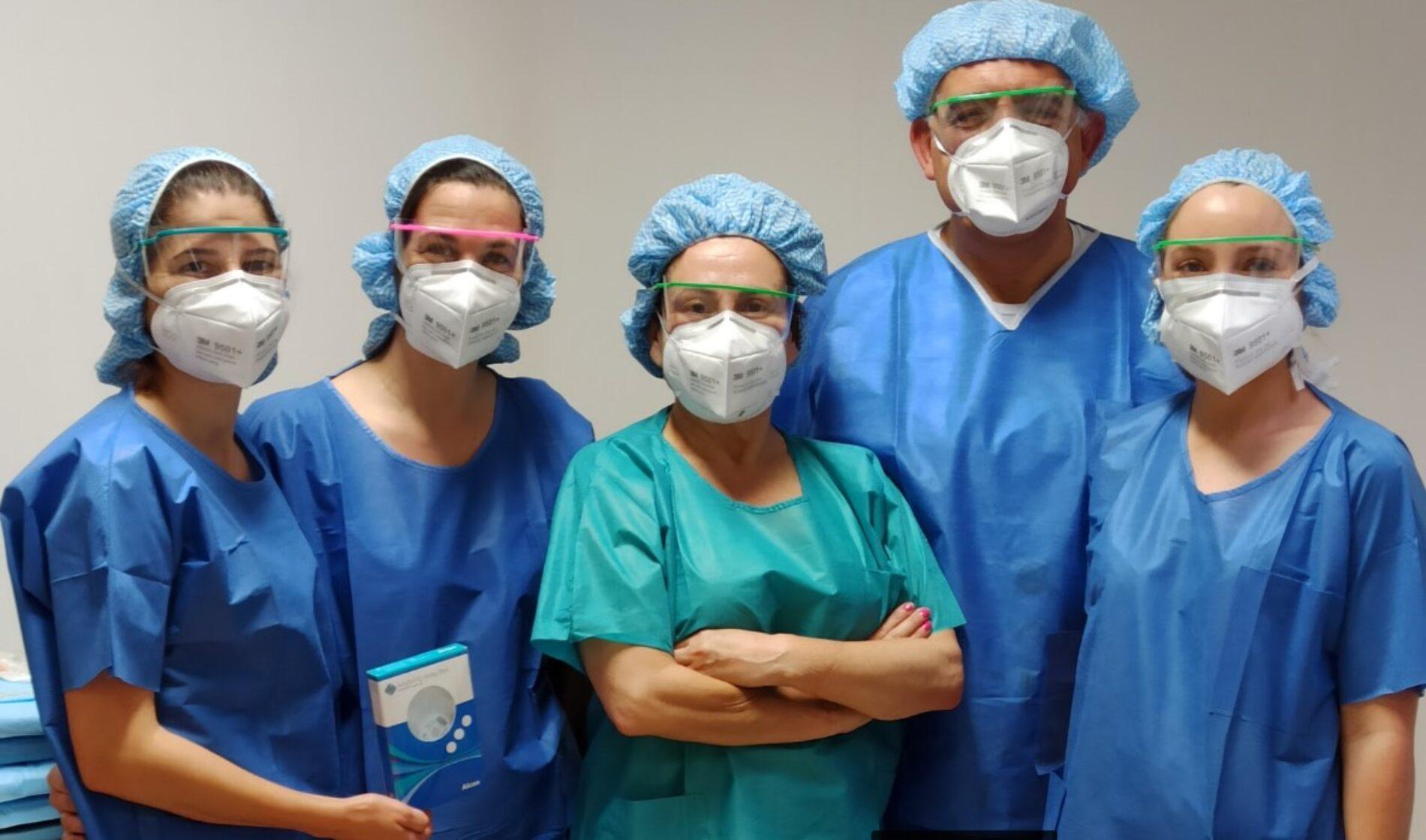 Cirurgiões de Coimbra realizam primeira intervenção que permite ao doentes dispensaro uso de óculos em quase todas as situações