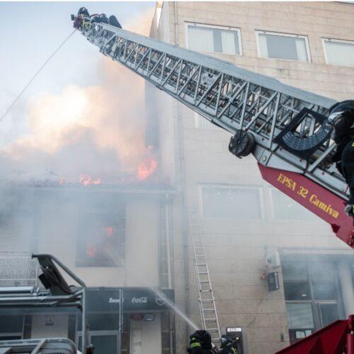 Incêndio em restaurante no centro de Viseu. Duas pessoas foram assistidas pelos bombeiros